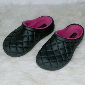 Crocs black lined with pink, size 6